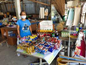ต่อยอดช่วยได้ทั้งชุมชน! แม่ค้าอุทัยธานีใช้เงินเยียวยา 5,000 ซื้อของแยกขายราคาทุนช่วยเพื่อนบ้านสู้ภัยโควิด