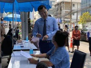 """""""คลัง"""" ยอมตั้งโต๊ะรับเรื่องร้องทุกข์เงินเยียวยา 5 พันบาทแล้ว ย้ำรัฐบาลห่วงคนทุกกลุ่มพร้อมจัดมาตรการช่วยเหลือต่อเนื่อง"""