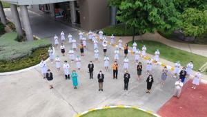 """นับรบชุดขาว """"ราชวิทยาลัยจุฬาภรณ์"""" ขอบคุณ """"คนไทย"""" สู้ภัยโควิด"""