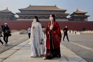 """(ชมภาพ) 1 พ.ค. จีนกลับมาเที่ยว """"พิพิธภัณฑ์พระราชวังต้องห้าม"""" แล้ว"""