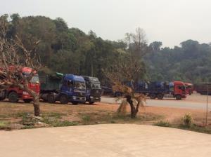 ลาวออกกฎใหม่สกัดโควิดลาม กระทบการค้าผ่าน R3a-ผลไม้ไทยตกค้างชายแดนอื้อ