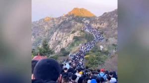 ผงะ! คนจีนเริ่มไม่กลัวโควิด-19 เกือบ 3 หมื่นอัดแน่นชมพระอาทิตย์ขึ้นที่เขาไท่ซาน (ชมคลิป)