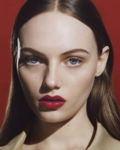 Fran Summers แบรนด์แอมบาสซาเดอร์คนใหม่ของ Burberry Beauty