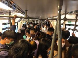 รถไฟฟ้าแน่น! ผู้โดยสารเพิ่ม 2 เท่า กรมรางสั่งเข้มงวดเว้นระยะ