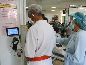 """""""นายกชาย"""" เดินสายมอบอุปกรณ์ทางการแพทย์ให้แก่ 6 รพ.ในสงขลาใช้สู้ภัยโควิด-19"""