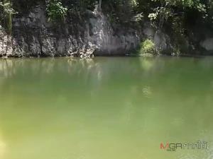 สลด! เด็ก 4 คนชวนกันไปเล่นน้ำที่บ่อดินร้าง 1 คนพลาดเดินไปที่ลึกจมหายต่อหน้าเพื่อน กู้ภัยงมหาร่างนานกว่าชั่วโมง