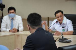 """""""อนุทิน"""" ขออย่ากังวลหลังปลดจีน-เกาหลีใต้พ้นกลุ่มเสี่ยง ยันเป็นไปตาม พ.ร.บ.โรคติดต่อ"""