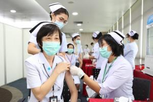 """สธ.เลื่อนฉีดวัคซีน """"ไข้หวัดใหญ่"""" 7 กลุ่มเสี่ยงฟรีเร็วขึ้น เริ่มแล้ววันนี้ถึง 31 ส.ค. จำนวน 4.11 ล้านโดส"""