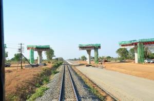 """รถไฟทางคู่ """"ลพบุรี-ปากน้ำโพ"""" คืบ 40.06% เร่งระบบอาณัติสัญญาณ เสร็จปี 66"""