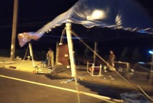 ระทึก! พายุถล่มจุดตรวจโควิด-19 อ.กันทรลักษ์ เต็นท์ปลิวว่อนพังยับ จนท.หนีตายกระเจิง