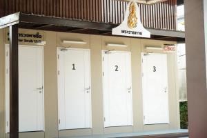 """ในหลวง-พระราชินีพระราชทาน """"ห้องตรวจหาเชื้อ"""" เป็นกำลังพระราชหฤทัยแก่แพทย์-คนไทยสู้โควิด-19"""