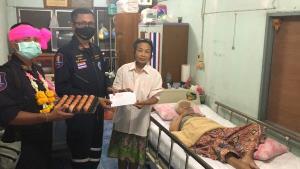 หน่วยกู้ภัยสว่างประทีปศรีราชา นำสิ่งของอุปโภคบริโภคส่งถึงบ้านผู้ป่วยติดเตียง