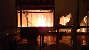 ไฟไหม้บ้านย่านบางกะดีวอดทั้งหลัง คาดผีมือหลานติดยา