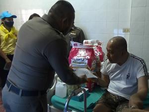 ตำรวจหาดใหญ่ลุยช่วยผู้ป่วยติดเตียงที่ได้รับผลกระทบจากวิกฤตโควิด-19