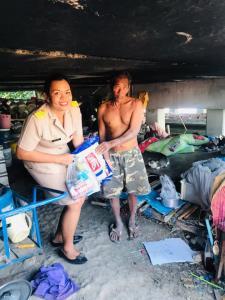 ดรามายิ้มละ 500! เคสยายใต้สะพาน อบต.โต้ชาวเน็ตยันดูแลอย่างดี ควักเงินซื้อที่ดินสร้างบ้านให้อีก