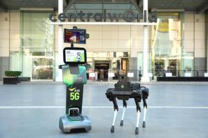 เอไอเอส ร่วม CTW ส่งหุ่นยนต์ 5G คัดกรอง และตรวจวัดอุณหภูมิ