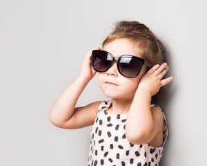 """""""แว่นกันแดดสำหรับเด็ก""""ใครว่าไม่สำคัญ/ดร.สุพาพร เทพยสุวรรณ"""