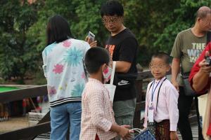 น่าตกใจ!! นักท่องเที่ยวไม่ให้ความร่วมมือในการสวมหน้ากากอนามัยในพื้นที่ อ.สังขละบุรี