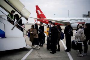 """เร่งศึกษาต่อไม่ต่อ """"ฉุกเฉิน"""" ต้องดูผลกระทบหลายด้าน จำกัดห้ามบิน-สถานการณ์โลก จ่อนำคนไทยกลับเป็น 400 รายต่อวัน"""