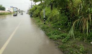 ชาวบ้านเมืองจันท์ร้องฝนตก 20 นาที น้ำท่วมถนน วอนหน่วยงานเกี่ยวข้องเร่งแก้ไข