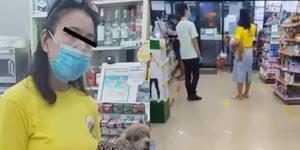 """ชาวเน็ตประณาม """"ป้าเสื้อเหลือง"""" ทำผิดกฎของร้าน ยังกล้าขู่เอาพนักงานออก"""