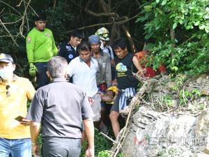 กู้ภัยพัทลุงเข้าช่วยเหลือลุงวัย 55 ปี เป็นลมขณะปีนเขาเก็บน้ำผึ้งป่า