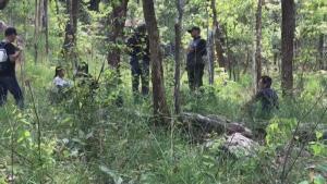 """ตำรวจชุดทำคดี """"น้องชมพู่"""" ลุยเข้าป่าภูเหล็กไฟซ้ำ หาหลักฐานคลี่ปมเสียชีวิต"""