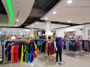 โควิด-19 ทำห้างฯ ใหญ่เมืองปลวกแดง จ.ระยอง ยังเหงา เหตุลูกค้ากลุ่มโรงงานถูกปลดเพียบ