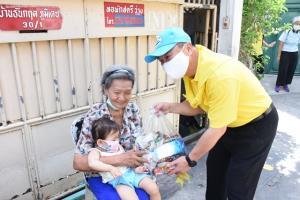 ก.อุตฯ ร่วมปันสุข ลงพื้นที่ชุมชนวัดมะกอก  ลุยแจกถุงยังชีพกว่า 500 ถุง