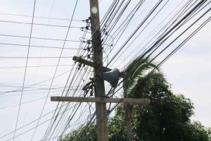 ชาวบ้านโวยไฟตกบ่อยเครื่องใช้ไฟฟ้าพัง การไฟฟ้าฯ ไม่รับผิดชอบซ้ำค่าไฟยังสูงเหมือนเดิม
