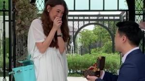 """""""บูบี-วารีนิธิ กันท์ไพบูลย์"""" ถึงกับหลั่งน้ำตาเมื่อแฟนหนุ่มคุกเข่าขอแต่งงาน!?"""