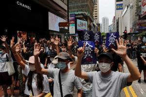 ผู้ประท้วงเรียกร้องประชาธิปไตยฮ่องกงเดินขบวนต่อต้านการบังคับใช้กฎหมายความมั่นคงเมื่อวันที่ 24 พ.ค.