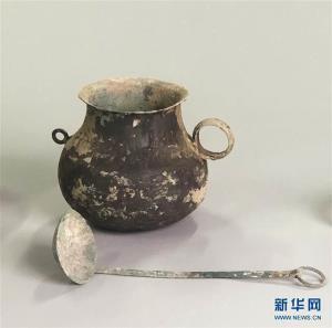 """จีนพบกาน้ำสัมฤทธิ์หัวหงส์ สองพันปี พร้อม """"ของเหลวปริศนา"""""""