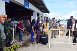 จังหวัดระนองอำนวยความสะดวกส่งแรงงานชาวพม่ากลับประเทศ 124 คน