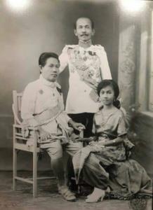 เรื่องวุ่นๆเมื่อคนไทยเริ่มใช้นามสกุล! ร.๖ พระราชทานนามสกุลแรกของชาวสยาม!!