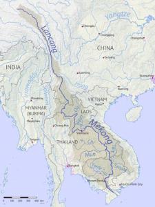 ภาพแผนที่แสดงแม่น้ำโขงความยาวเกือบ5,000 กิโลเมตร ผ่านจีน เมียนมาร์ ลาว ไทย กัมพูชา และเวียดนาม สำหรับแม่น้ำโขงตอนบนช่วงที่ไหลผ่านเขตแดนจีนมีชื่อเรียกว่าแม่น้ำหลันชาง หรือล้านช้า (Lancang)  (เครดิตภาพ Wikipedia)
