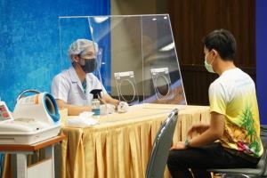 """สธ.ห้าม """"อบสมุนไพร"""" ให้รักษาแค่นวด-ประคบ-ทับหม้อเกลือ หากคลายล็อกเฟส 3 บริการแพทย์แผนไทย แจงยิบมาตรการคุมโควิด"""