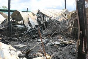 พฐ.จว.กาญจนบุรี ลงพื้นที่ตรวจสอบเหตุเพลิงไหม้ตลาดสดกลางเมืองสังขละบุรี ความเสียหาย 30 ล้านบาท