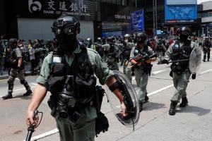 สภาฮ่องกงประชุมวาระ 2 กม.เพลงชาติ ตำรวจระดมกำลังสกัด-จับกุมม็อบต้าน