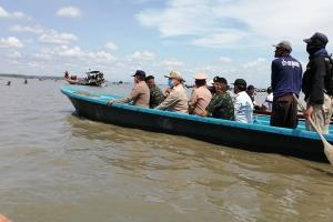 แม่ทัพน้อยที่ 4 ควงผู้ว่าฯ สุราษฎร์ธานีลุยทะเลอ่าวบ้านดอน รื้อคอกหอยแครงผิดกฎหมาย