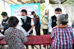 ห่วงประชาชนที่ยังไม่ได้รับความช่วยเหลือเยียวยาโควิด-19 ลุยแจกถุงยังชีพให้ชุมชนตกสำรวจย่านหนองจอก