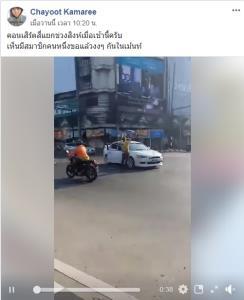 ทำเพื่ออะไร! ชายเสื้อเหลืองจอดรถกลางสี่แยก ลงมาร้องเพลงของวง Bodyslam