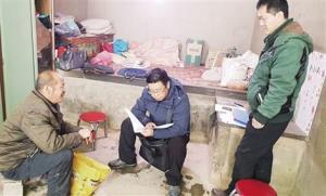การลงพื้นที่ของเจ้าหน้ารัฐไปทุกหมู่บ้าน ตำบล เพื่อเก็บข้อมูลและหาวิธีช่วยให้ประชาชนหลุดพ้นจากความยากจน (ที่มา Zhonggong Renwu)