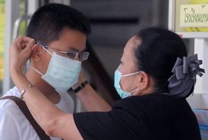 """""""หมอยง"""" ย้ำ หน้ากากอนามัยยังคงมีประโยชน์ แม้การระบาดของโรคจะน้อยลง"""