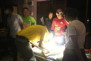 ทีมแพทย์-ตชด.ลุยลำเลียง 2 พี่น้องประสบอุบัติเหตุกลางป่าทุ่งใหญ่
