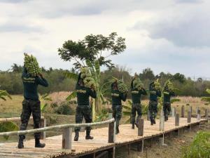 """ทบ.กำชับทหารกองประจำการลาพักกลับบ้าน """"การ์ดอย่าตก"""" คงวินัยทหารต้าน COVID-19 หลังรัฐบาลผ่อนปรนมาตรการระยะ 3"""
