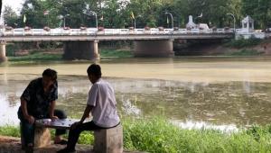 นักวิชาการชี้สาหร่ายเขียวลอยเป็นแพในแม่น้ำปิงเรื่องปกติ-แต่รับบ่งชี้แนวโน้มเสี่ยงปัญหา