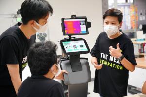 เอไอเอส รวมสิทธิพิเศษรับคลายล็อกเฟส 3 - ส่งหุ่นยนต์ช่วยเฝ้าระวัง