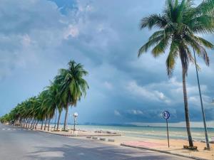 หาดบางแสนโฉมใหม่กลับมาเปิดรับนักท่องเที่ยวอีกครั้งตั้งแต่วันที่ 1 มิ.ย. 63 (ภาพ : เพจ ณรงค์ชัย (ตุ้ย) คุณปลื้ม)