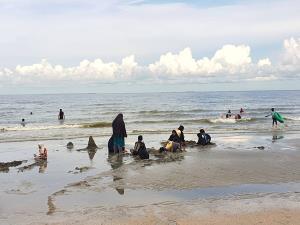 เปิดหาดบางแสนวันแรกคึกคัก ผู้คนแห่สัมผัสบรรยากาศ ต่างจากพัทยายังเหงา